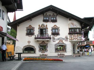 O casa pictata specific zonei, Seefeld in Tirol, Austria
